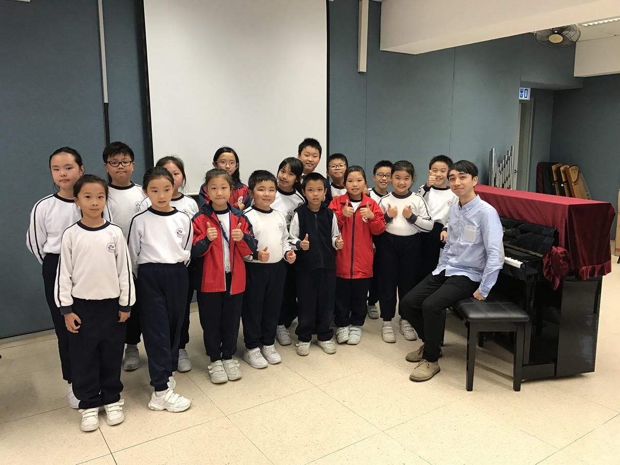 學學古典鋼琴大師班與導師鄺浩基先生合照